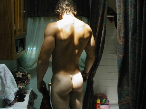 Muscled Guy Proud To Expose His Tight Ass