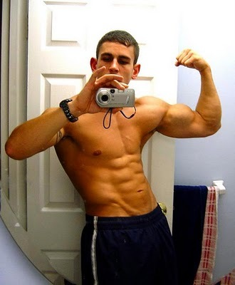 Muscled Guy Take His Shirt Off