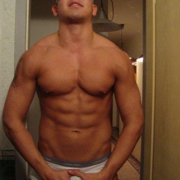 Hunky Guy Love To Show His Muscled Body