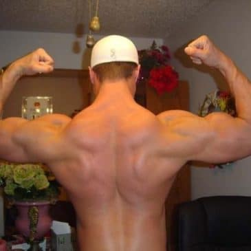 Muscled Guy Show Off His Hot Body On Cam